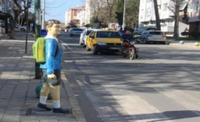 Öğrenci Maketli 'Kaza' Uyarısı