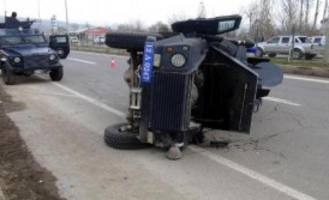 Takla Atan Araçta 3 Polis Yaralandı