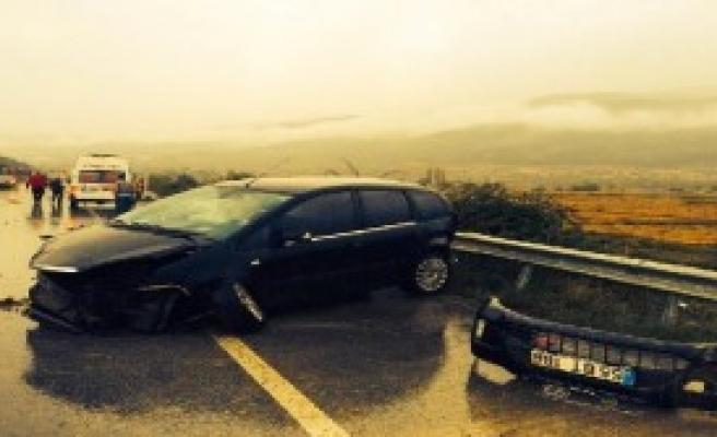 Takla Atan Otomobil Karşı Şeride Geçti