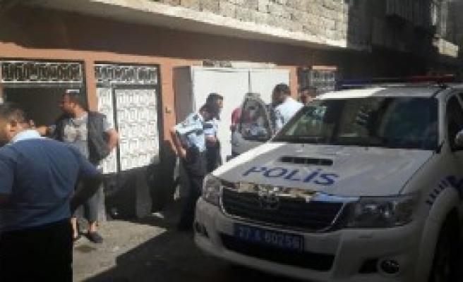 Taksi Göndermeyen Durağa Maytap Attı: 2 Yaralı