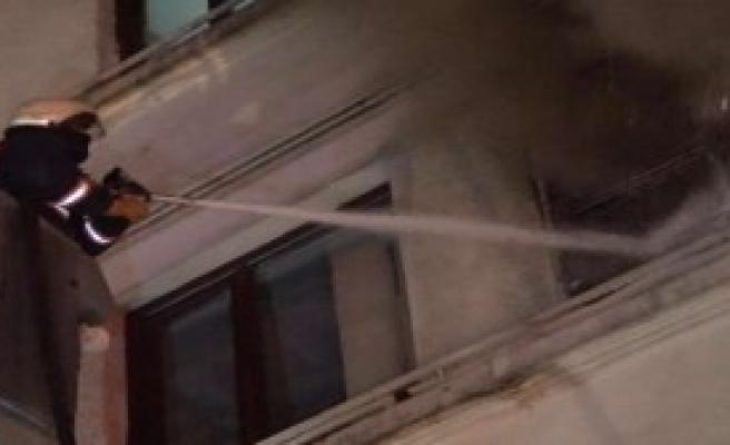 Taksim'de Eylem Sırasında Yangın