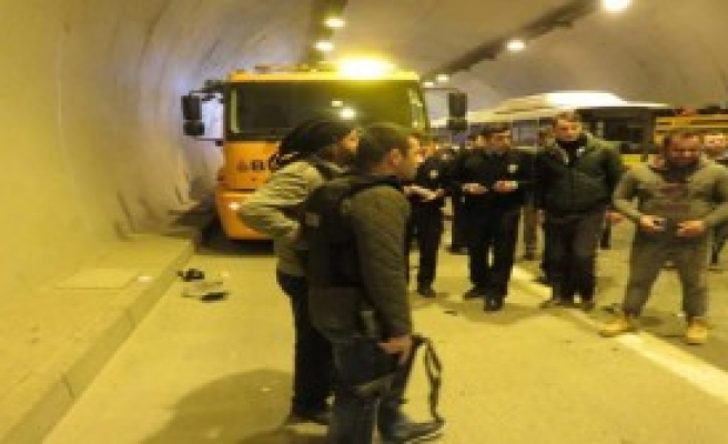 Tantavi Tüneli'nde Kaza; 2 Yaralı