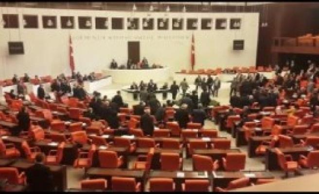 Milletvekilleri arasında kavga
