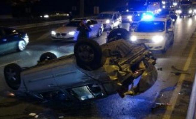 Tem Otoyolu'nda Kaza: Biri Ağır 3 Yaralı...