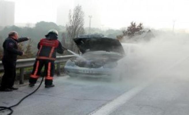 TEM Otoyolu'nda Otomobil Yangını