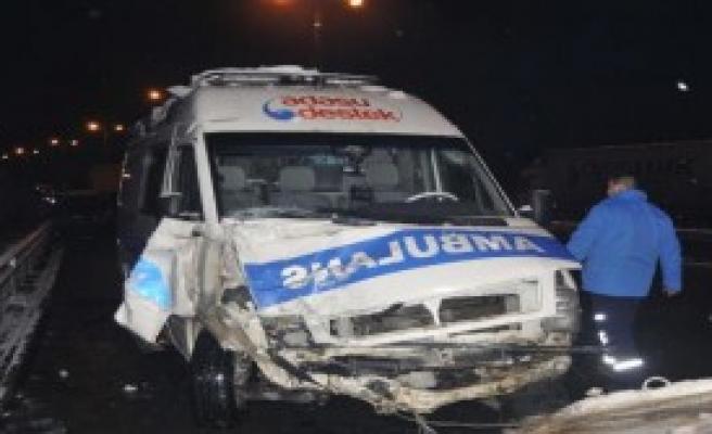 Tem'de Zincirleme Kaza: 4 Yaralı