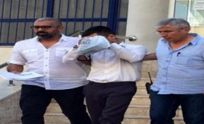 Temizlik İşçisi, Öğrencileri Tacizden Gözaltında