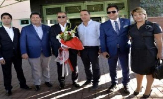 Terim'e Adana'da Çiçekli Karşılama