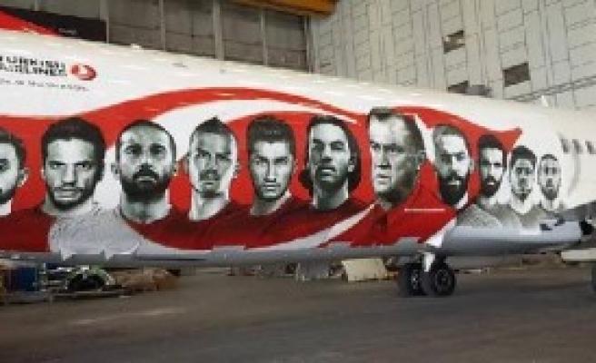 THY, Milli Takım İçin Uçağını Süsledi