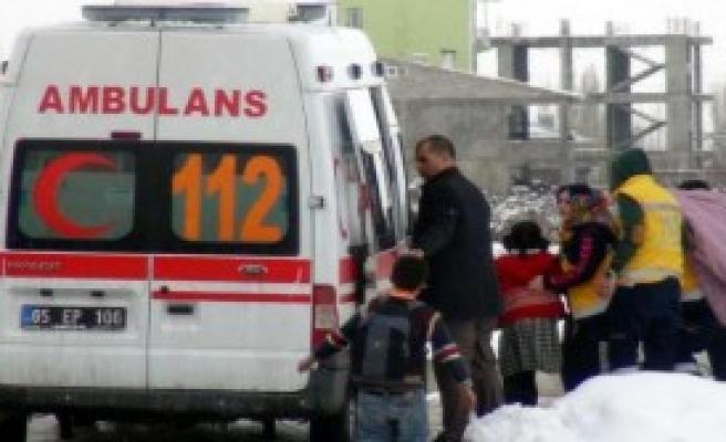 Tiner Kokusu 9 Öğrenciyi Zehirledi