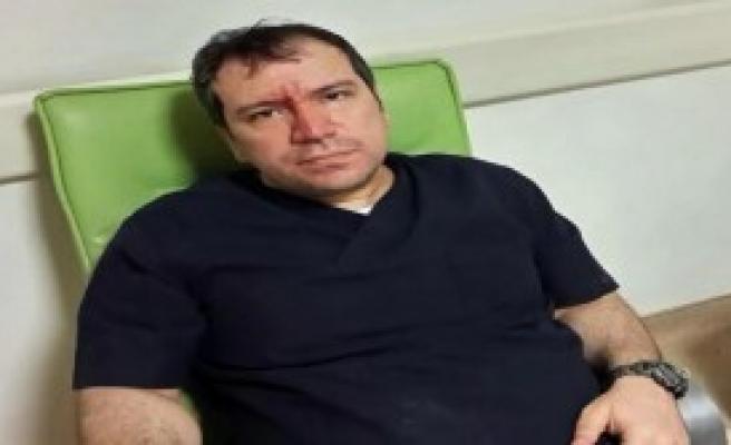 Tıp Bayramı'nda Doktoru Dövdüler