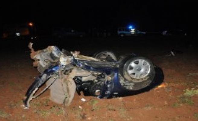 TIR İle Otomobil Çarpıştı: 4 Ölü