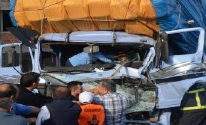 TIR'a Arkadan Çarpan Kamyonun Sürücüsü Öldü