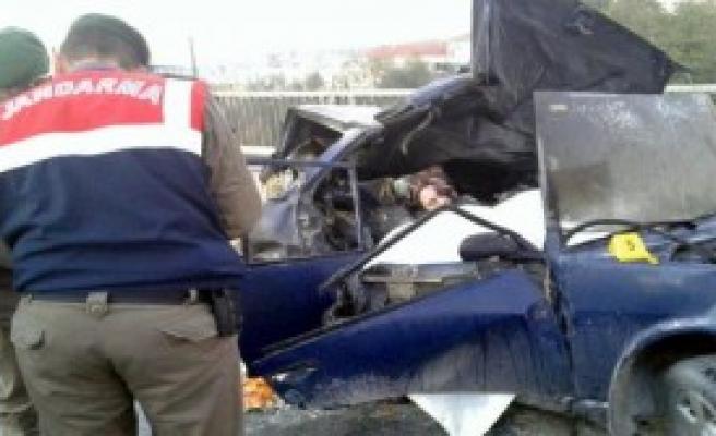 TIR'ın Çarptığı Lpg'li Otomobil Alev Aldı: 2 Ölü