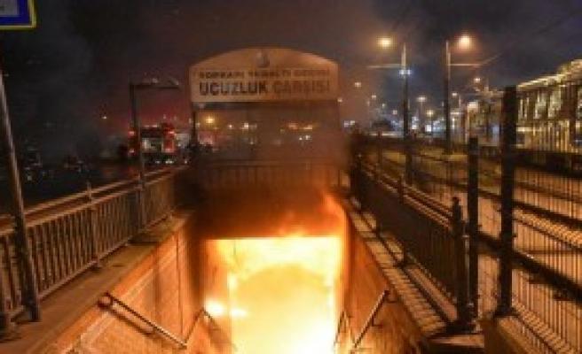 Topkapı Yeraltı Geçidindeki Ucuzluk Çarşısı'nda Yangın