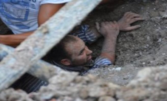 Toprak Altında Kalan İşçi 3 Saat Sonra Kurtarıldı