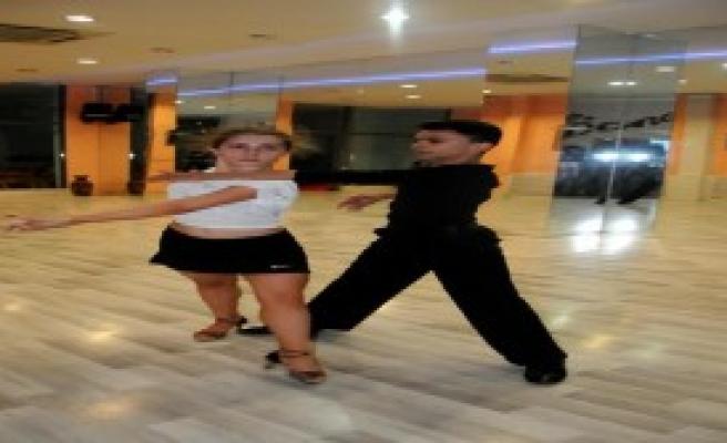 Trabzonlu Dansçılar Letonya'da Yarışacak