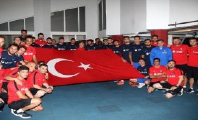 Trabzonspor'dan Bayraklı Protesto