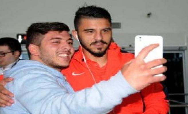 Trabzonspor'u Bir Tek Taraftarı Karşıladı