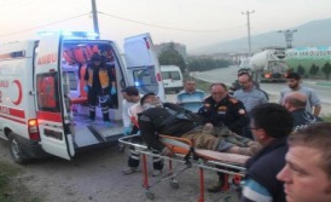 Traktör ile Tır Çarpıştı: 6 Yaralı