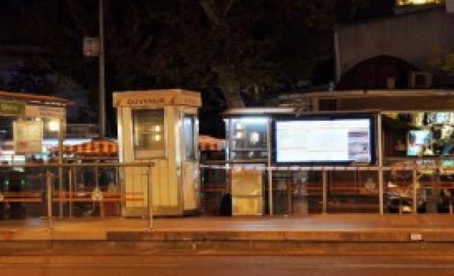 Tramvay Durağında Unutulan Çanta Polisi Alarma Geçirdi