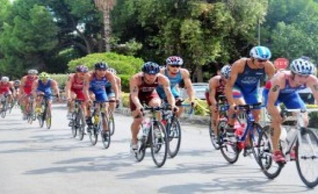Triatlon Dünya Kupası'nı Sven Riederer Kazandı