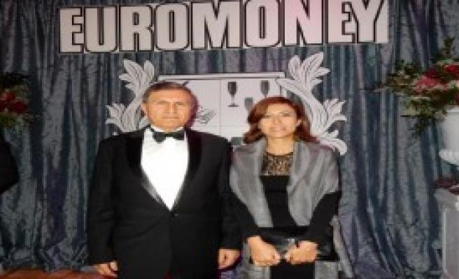 Türk Bankasına Yılın En İyi Bankası Ödülü
