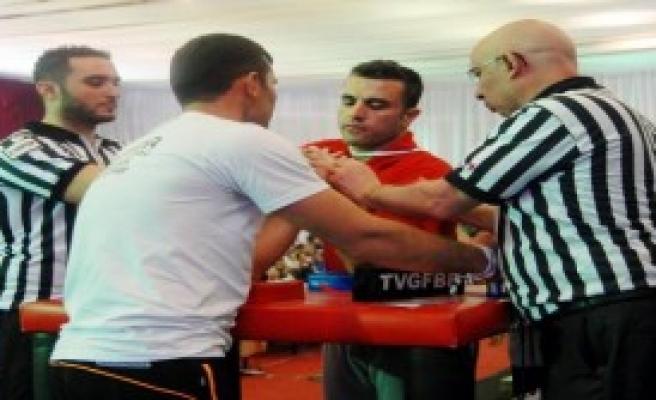 Türkiye Bilek Güreşi Şampiyonası Sürüyor