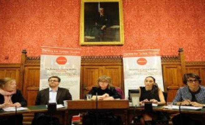 Akademik Özgürlük İngiltere'de Tartışıldı