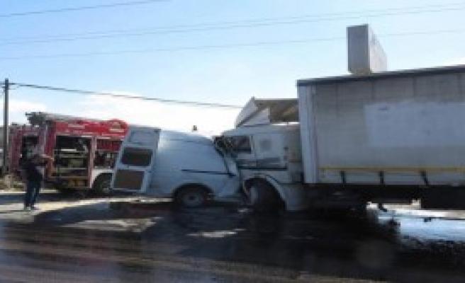 Tuzla'da Trafik Kazası ;1 Ölü ,2 Yaralı...