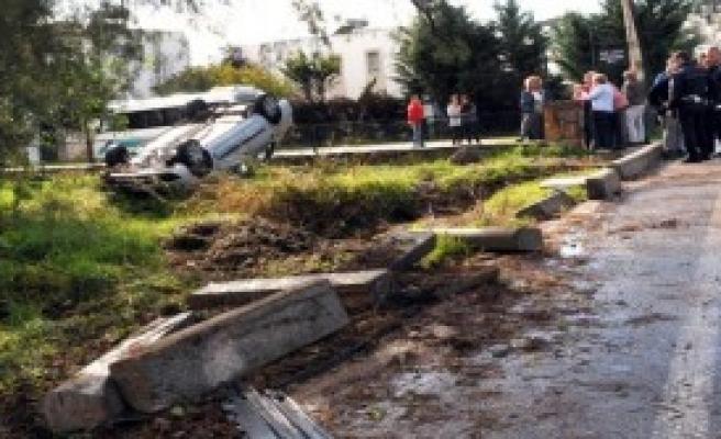 Üç Çocuğun Otomobille Gezisi Hastanede Bitti