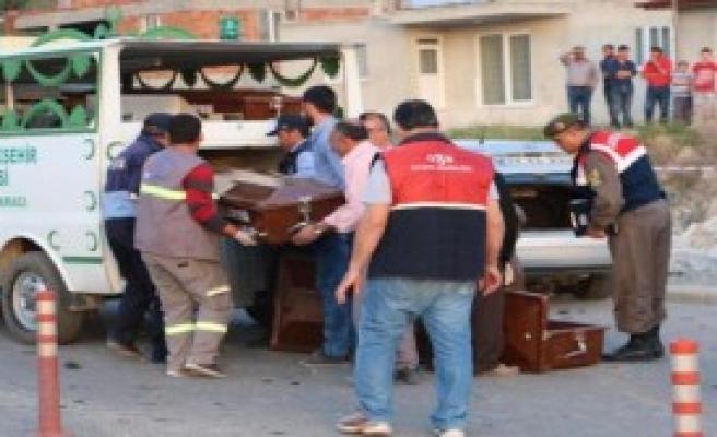 Üç Otomobil Çarpıştı, 3 Ölü, 4 Yaralı