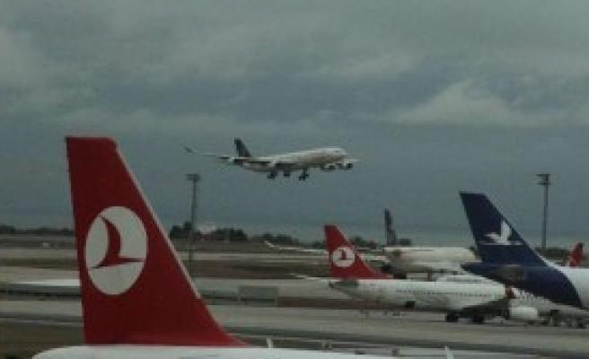 Uçağın Motoruna Kuş Çarptı