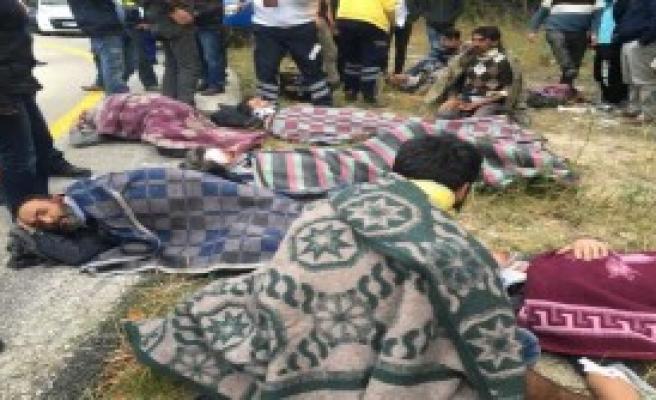 Yaralılar, Battaniyeye Sarınarak Ambulans Bekledi