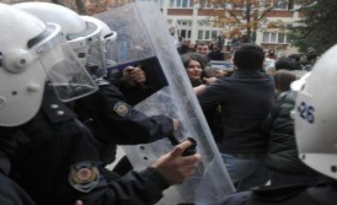 Üniversitede Vali Protestosuna 4 Gözaltı