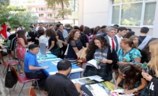 Üniversiteler İzmir Amerikan Koleji'nde Buluştu