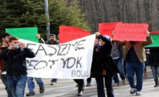 Üniversitelilerin Dövülmesini Protesto Ettiler