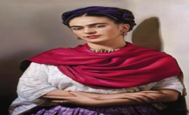 Kahlo, Otoportresi ile İKÜ Sahnesi'nde