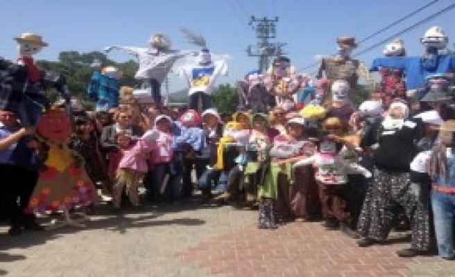 Urla'da Korkuluk Festivali