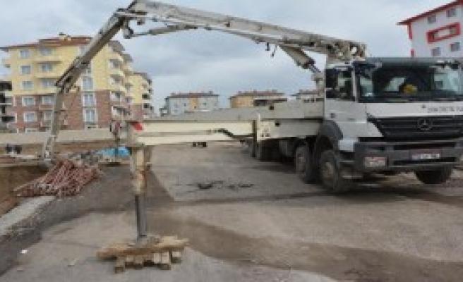 Üzerine Beton Pompası Düşen İşçi Öldü