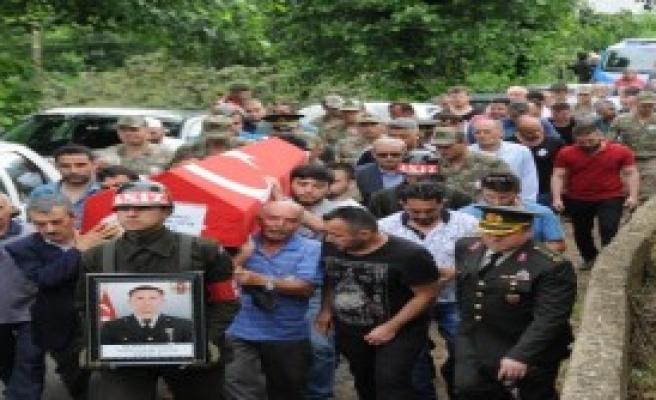 Uzman Çavuşun Vurduğu Astsubay Giresun'da Toprağa Verildi
