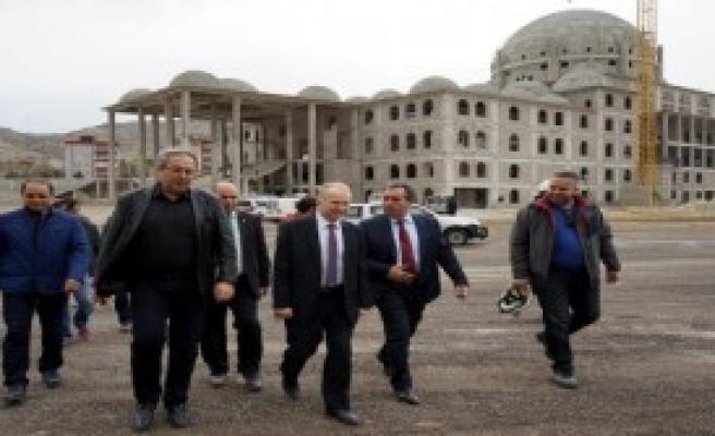 Vali ve Belediye Başkanı Külliye'yi Gezdi