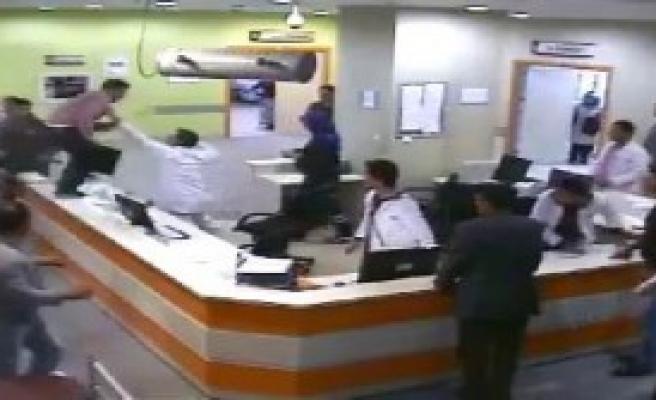 Hasta Yakınlarından Doktora Saldırı
