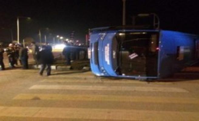 Van'da Trafik Kazası: 13 Yaralı