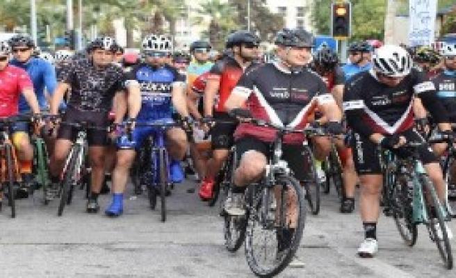 Çeşme'de 837 Bisikletçi Yarıştı