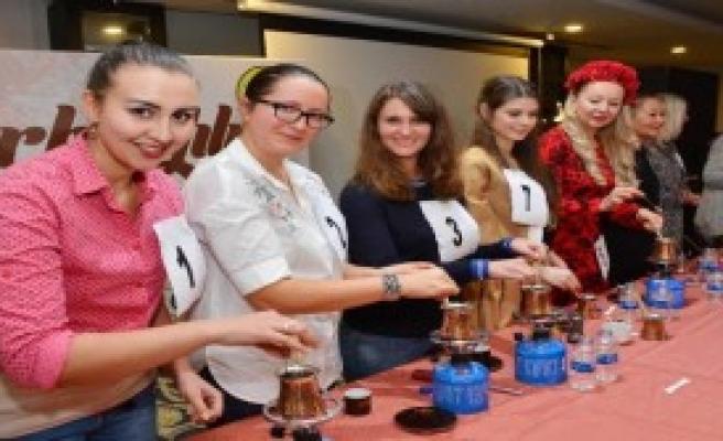 Türk Kahvesini Yapmak İçin Yarıştı