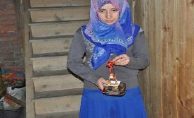 O Genç Kıza 15 Altın