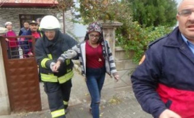 Yangında Mahsur Kalan Çocuk Kurtarıldı