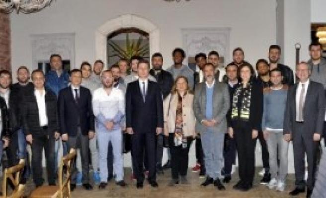 Pınar Karşıyaka'yı Kutladı