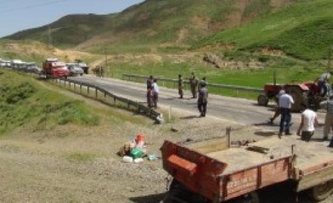 Traktör Devrildi; 1 Ölü, 28 Yaralı